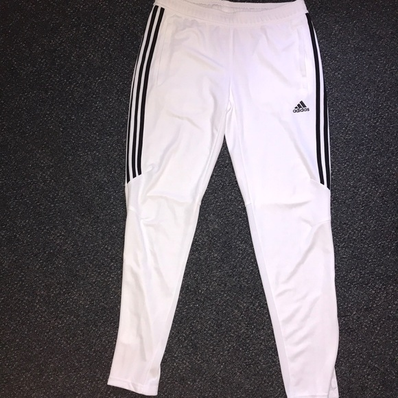 026053e1 Women's White Adidas Joggers